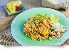 Thai Pineapple Fried Rice: Be inspired with this authentic Thai recipe Thai Recipes, Easy Dinner Recipes, Asian Recipes, Healthy Recipes, Healthy Foods, Thai Pineapple Fried Rice, Fried Rice Dishes, Healthy Eating, Meals