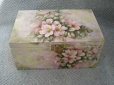 - fotoalba ulivatelu - D? Decoupage Furniture, Decoupage Box, Decoupage Vintage, Cigar Box Crafts, Craft Projects, Projects To Try, Pretty Box, Altered Boxes, Jewellery Boxes