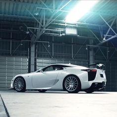 This #wheelwednesday is dedicated to the #Lexus LFA featuring custom #Vossen VFS-2s!
