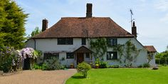 The Weald House in Kent, UK: classic Weald house with bags of character (sleeps 2-7 + a baby).