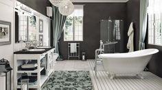 Il mobile da bagno � composto da basi a giorno e dispone di due lavelli incassati nel piano. I lampadari sono realizzati con cristalli trasparenti. Dietro al mobile da bagno ed ai sanitari vi � una parete interamente rivestita in boiserie.