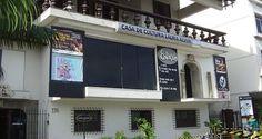 Localizada em frente à praia de Ipanema, a Casa de Cultura Laura Alvim reúne atividades culturais de teatro, cinema e exposições