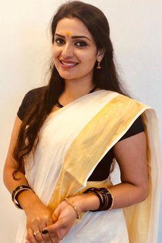 Beautiful Kerala Girls in Traditional Set Saree! Cute Beauty, Beauty Full Girl, Beauty Women, Beauty Girls, Beautiful Girl Indian, Most Beautiful Indian Actress, Beautiful Saree, Beautiful Bollywood Actress, Beautiful Actresses