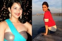 Parineeti Chopra used to be fat before she joined the film industry. But, in her recent appearances, Parineeti certainly looks much slim and fit. Here are the weight loss secrets of Parineeti Chopra. Revealing the diet chart and fitness regime of Par