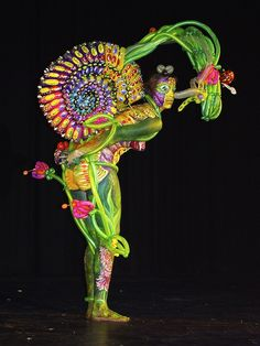 Spectacular Art - Balloon Twisting by Peter Patterson, Body Painting by Bella Volen