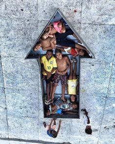 On adore les projets de @jr dans la merveilleuse Casa Amarela du Morro da Providencia  et vous vous aimez ?  RDV sur ma chaîne Youtube pour revoir l'épisode sur le Morro da Providencia  Beijossss  #favela #tifanyario #art #providencia #streetart #enfants #beaute #1ere #outremer #guadeloupe #martinique #lareunion #mayotte #guyane #polynesie #nouvellecaledonie #spm #wallisandfutuna #bresil #brazil #girl #youtube #video #telenovela #globo #brazilian #french #lescouleursdelaliberte #webserie…