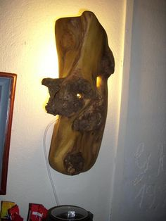 Wandlampe aus Robinie