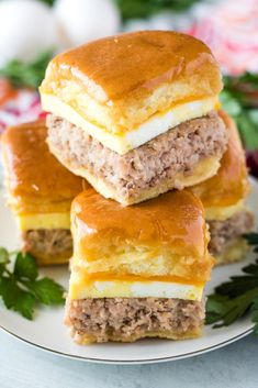 Sausage Egg & Cheese Breakfast Sliders with Maple Glaze are going to quickly become your new favorite breakfast item. It's a hearty hand held meal on the go. Recipes With Maple Sausage, Breakfast Sausage Recipes, Sausage And Egg, Breakfast Dishes, Breakfast Casserole, Brunch Recipes, Slider Sandwiches, Sausage Sandwiches, Sliders