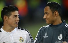 Real Madrid's James Rodriguez(L) communicates with his teammate Keylor Navas from Costa Rica after the UEFA Super Cup match between Real Madrid and Sevilla at Cardiff City Stadium in Cardiff, Britain on Aug. Zinedine Zidane, World Cup 2014, Fifa World Cup, Real Madrid Win, Uefa Super Cup, Cardiff City, James Rodriguez, Goalkeeper, Stock Photos