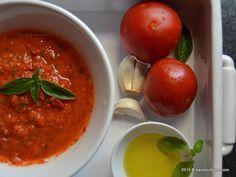 Sos de rosii cu usturoi si busuioc Savori Urbane (1) Canning Pickles, Pizza, Quiche, Good Food, Food And Drink, Cooking Recipes, Vegetables, Ethnic Recipes, Sauces