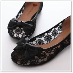 Love these lacy flats.