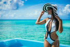 Triquini trikini Swimwear beachwear miss guided black and white pamela Zara beach hat Velassaru Maldives Maldivas Crimenes de la Moda