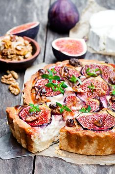 Quiche met vijgen en walnoten This quiche with figs and walnuts is perfect in combination with a gor Feel Good Food, Love Food, A Food, Food And Drink, Oven Dishes, Food Dishes, Christmas Food Treats, Vegan Fish, Diner Recipes