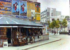 Paris 1910-1920... - Brocante à l'angle du Boulevard Raspail et la rue du Montparnasse vue de la rue Notre-Dame-des-Champs Paris 6e - De rares photos en couleurs de Paris il y a 100 ans