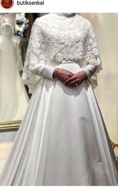 Wedding Hijab Styles, Hijab Wedding Dresses, Wedding Gowns, Wedding Headpiece Vintage, Hijab Dress Party, Bridal Hijab, Muslim Brides, Beautiful Hijab, Mode Hijab