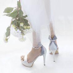 3171aa89f4f Stylish επιλογές σε Νυφικά παπούτσια; We got you covered! Ευχαριστούμε το  Περιοδικό ΝΥΦΗ για την υπέροχη εικόνα!