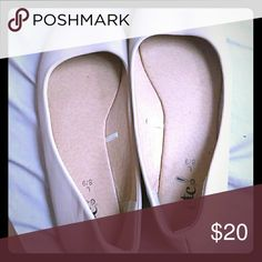 Women Flats Worn maybe 2 times very good condition Rue 21 Shoes Flats & Loafers
