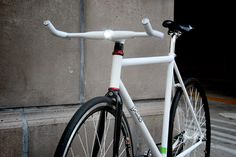 Helios Smart Bike Handle Bars / The Helios Handle Bars will turn your run-of-the-mill bicycle into a smart bike. http://thegadgetflow.com/portfolio/helios-smart-bike-handle-bars/