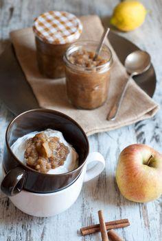 Εύκολη applesauce (σάλτσα μήλου) στο slow cooker - Easy slow cooker applesauce (in Greek). www.thefoodiecorner.gr