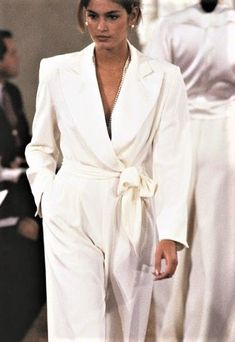 this morning- Cindy Crawford rocks all-white outfit at Runway ✨ 1990s Fashion Trends, 80s Fashion, Runway Fashion, High Fashion, Vintage Fashion, Latest Fashion, Cindy Crawford, 90s Models, Mode Chic