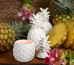 Nothing says Tropical Beach Decor or Island decorations in you home like Pineapple Decor does makes you home feel as if you were living in a tropical cabana in some far off tropical island. Tropical Interior, Tropical Home Decor, Tropical Houses, Coastal Decor, Pineapple Room, Pineapple Kitchen, Diy Home Decor, Room Decor, Studio Apartment Decorating