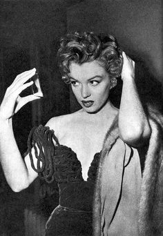 Marilyn Monroe with a handheld mirror 3 | Flickr - Photo Sharing!