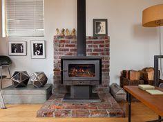 「Mini House」はアメリカシアトルに住むアーティスト兼デザイナーのミシェルさんが、9ヶ月の時間を掛けて自身の手でリノベーションしたガレージハウスです。 シンプルでミニマルな内装・インテリアは彼