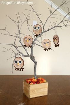How to Make Adorable Wood Slice Owl Ornaments and an Owl Tree - Frugal Fun For Boys and Girls Here's an owl craft that is both fun and adorable! Create wood slice owl ornaments with button eyes. Then display them on an owl tree! Wood Slice Crafts, Wooden Crafts, Owl Crafts, Diy And Crafts, Halloween Crafts, Holiday Crafts, Owl Tree, Owl Ornament, Fall Crafts For Kids