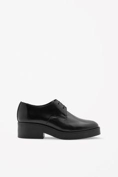 Block heel leather shoes