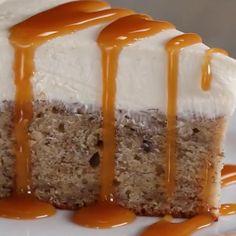 Banana Bread Bottom Cheesecake Recipe by Tasty - Dessert Bread Recipes No Bake Desserts, Just Desserts, Baking Desserts, Cake Baking, Healthy Desserts, Food Cakes, Cupcake Cakes, Rose Cupcake, Cupcakes