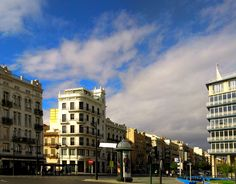 From the Marina to the city centre: Avenida del Puerto (Valencia)