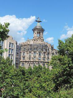 #UniqueBuilding in #PasseigdeGràcia #AtipikaBarcelona #realestate #inmobiliaria #LaUniónYElFénix #architecture #arquitectura Unique Buildings, Taj Mahal, Real Estate, Travel, Buildings, Facades, Architecture, Viajes, Real Estates