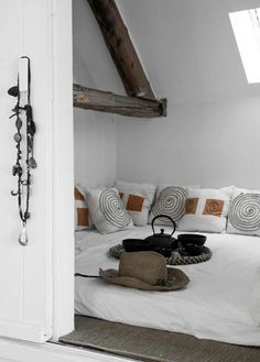 Is there anything more romantic than having a beautifully decorated attic bedroom at home? Let's take a peek at these romantic attic bedroom designs! Home Decor Accessories, Cheap Decor, Cheap Home Decor, Bedroom Design, My Scandinavian Home, Dream Decor, Home Decor, Attic Bedroom Designs, House Interior