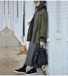 Hijab Styles 650066527443062757 - Hijab Fashion 2017 : Comment avoir un Hijab street style tendance Hijab Street look 2017 -look 18 Source by Hijab Fashion 2017, Modern Hijab Fashion, Street Hijab Fashion, Hijab Fashion Inspiration, Islamic Fashion, Muslim Fashion, Modest Fashion, Look Fashion, Style Inspiration