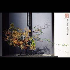 Ikebana Flower Arrangement, Beautiful Flower Arrangements, Floral Arrangements, Beautiful Flowers, Ikebana Sogetsu, Corporate Flowers, New Business Ideas, Japanese Art, Flower Decorations