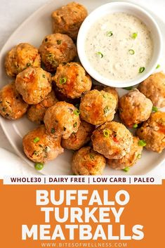 Buffalo turkey meatballs are perfect for weeknight meals, appetizers or snacking! Naturally gluten free, dairy free, paleo, and Healthy Meal Prep, Healthy Eating, Healthy Recipes, Meal Prep Low Carb, Low Calorie Paleo, Dinner Healthy, Healthy Dinners, Free Recipes, Keto Recipes