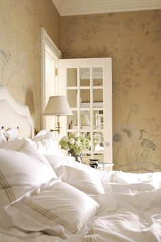 subtle chinoiserie of gold & grey . custom hand-painted wallcovering by de Gournay . Alessandra Branca, designer