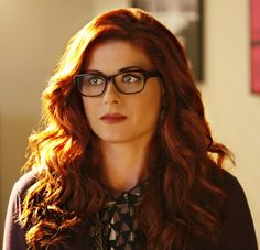 Debra Messing #smash The glasses/hair combo is perfect. Need to pull this off somehow. Help.