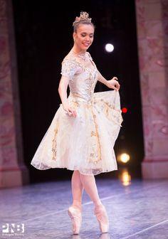 Noelani Pantastico in Balanchine's 'Coppélia' #Ballet_beautie #sur_les_pointes *Ballet_beautie, sur les pointes !*