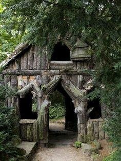 Bark house in a German public garden,, Wonder if I can replicate this with cedar logs Cool Tree Houses, Fairy Houses, Play Houses, Public Garden, Cabins And Cottages, Garden Structures, Cabins In The Woods, Little Houses, Log Homes