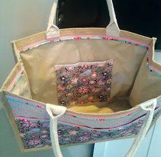 Hip Homemade: Multifunctionele tas gemaakt van een eenvoudige AH shopper...met 2 vakken aan de buitenkant én een portemonee/telefoonvakje aan de binnenkant