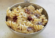 Macaroni and cheese with bacon....this looks as close to Longhorn's recipe as possible....my husband fell in love with it. If you know that exact recipe, please feel free to share! -Kacia