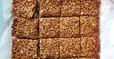British Flapjack British flapjack – dinner with Julie Recipe With Golden Syrup, Flapjack Recipe, Dinner Recipes, Dessert Recipes, Homemade Granola Bars, Rice Krispie Treats, Salted Butter, Cookie Bars, Caramel