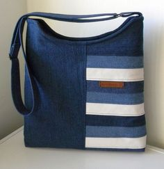 Good Absolutely Free SORFALINE - Photo album - Patchwork - Bags, handbags, briefcases - Bild Style I enjoy Jeans ! And much more I like to sew my own personal Jeans. Next Jeans Sew Along I'm goin Diy Jeans, Sewing Jeans, Artisanats Denim, Denim Purse, Patchwork Bags, Quilted Bag, Bag Quilt, Jean Diy, Jean Purses