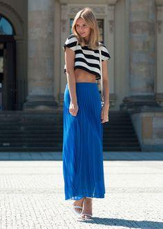 Jessica Stein - Tuula Vintage em street style com cropped e saia plissada