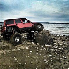 Jeep Cherokee XJ Flex on a beach Jeep Xj Mods, Jeep 4x4, Jeep Truck, Pickup Trucks, Cool Jeeps, Cool Trucks, Cool Cars, Lifted Xj, Jeep Cherokee Xj
