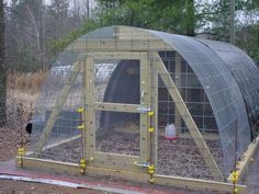 Here's 55 GENIUS DIY chicken coop plans to show you how to build a chicken coop without spending a ton of money. Ridiculously cool chicken coop ideas for a house for your first, second, and even flock of backyard chickens! Diy Chicken Coop Plans, Portable Chicken Coop, Backyard Chicken Coops, Building A Chicken Coop, Chickens Backyard, Hoop House Chickens, Keeping Chickens, Raising Chickens, Meat Chickens