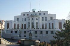 L'Ambassade de France et son style art-deco, conçue dans les années 30 par l'architecte Roger-Henri Expert (adresse : Pariska 11, Belgrade) :