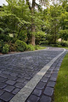 Courtstone® Walkway with Unigranite® Border