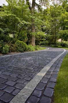 Courtstone® Walkway with Unigranite® Border